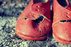Un paio di scarpette rosse