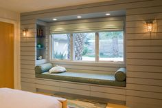 1 Kindesign's collection of 63 Incredibly cozy and inspiring window seat ideas will help inspire your search for the perfect ideas on designing your own window seat. Designing a window seat has always posed Window Seat Storage, Wall Storage, Bedroom Storage, Window Benches, Bay Window Seating, Window Bed, Bedroom Windows, Bay Windows, Home Windows