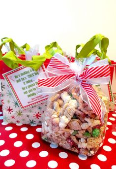 """Adorable chex mix christmas gift idea. The tag says """"He's making a list and """"CHEX""""ing it twice...."""" #Creative"""