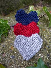 These hearts are a quick make, they are knit sideways using garter stitch and shaped by increasing and decreasing stitches.