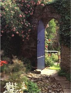 Enhancing Outdoor Spaces - This is how I image the Secret Garden entrance to be! And once you have snuck inside…you hope - Garden Entrance, Garden Doors, Garden Gates, The Secret Garden, Secret Gardens, Garden Cottage, Cozy Cottage, Secret Places, Parcs