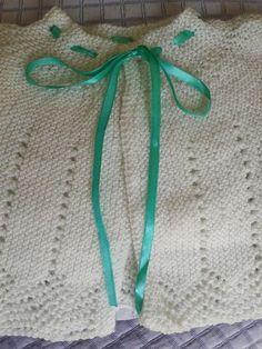 BRISA ATELIÊ: CASQUINHO PARA BEBÊ EM TRICÔ Baby Knitting Patterns, Knitting For Kids, Baby Patterns, Crochet Patterns, Crochet Baby, Knit Crochet, Baby Staff, Tiny Dolls, 3rd Baby