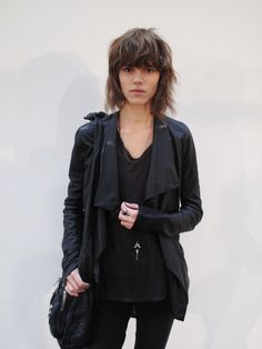 The Danish model Freja Beha Erichsen has an edgy look, a look that I could only dream of. I love her short messy hair, the simple long silv. Grunge Goth, Grunge Hair, Hairstyles With Bangs, Cool Hairstyles, Medium Hair Styles, Curly Hair Styles, Freja Beha Erichsen, Corte Y Color, Normcore