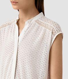 Brooke Banner с открытой блузкой