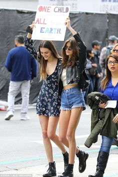 Kaia Gerber and Charlotte Lawrence team up at Los Angeles March For Our Lives rally | Daily Mail Online