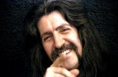 Barış Manço, duyma engelliler için işaret dilini öğrenmiş dünyadaki tek sanatçıdır.
