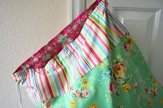 has a great sewing tutorial to make this laundry sack. I love the fabrics she used. Randi writes: One fun idea would be to make Sewing Hacks, Sewing Tutorials, Sewing Patterns, Sewing Ideas, Fabric Crafts, Sewing Crafts, Sewing Projects, Learn To Sew, Knitting
