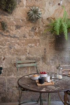 Ferns and air plants seem to grow from the stone walls in the frontterrasse room.