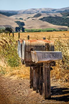 The ranch mailboxes have to be big to hold all the needed catalogues for the… Country Charm, Country Life, Country Living, Country Style, Country Roads, Country Mailbox, Old Mailbox, Rural Mailbox, Cenas Do Interior