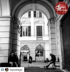 @topodrago (Marco) ci fa iniziare la settimana con questa bella foto di Piazza San Lorenzo a Genova...  Visitate la sua bellissima galleria  Selezionata da @silvanaferreri  Seguite @andronimilanesi segnalateci le vostre preferenze e Taggate #andronimilanesi  No internet pics ____________________________________ #thebest_windowsdoors  #kings_doorsandco  #vivo_italia #vivomilano #vivolombardia #doorsandwindows_one  #rsa_doorsandwindows  #doorsofdistinction  #sojanelas  #loves_milano…