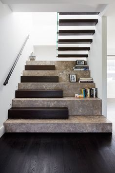 Extra-wide staircase design with space to display artwork and books Staircase Design Modern, Home Stairs Design, Modern Stairs, Interior Stairs, Interior Architecture, House Design, Stair Design, Modern Design, Metal Stairs