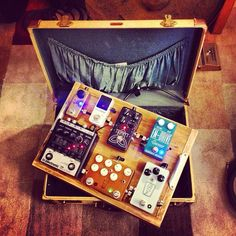 Nice little briefcase pedal board.