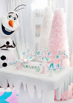 Over the Top FROZEN Birthday Party {PART 2} – Ice Castle Party + Dazzling Desserts