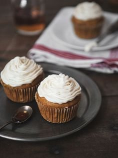 pumpkin spice bourbon cupcakes
