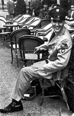 Elvis visiting Paris ( France ) in june 1959. At the time do his army service in Germany.