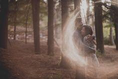 Pre Boda. Reportaje de pareja. Jugar con la luz natural. franmenez.com #prewedding #photographer #photography #couple #tree #preboda #fotografo #pareja #parejas #love #luz #light #sunset #reportaje