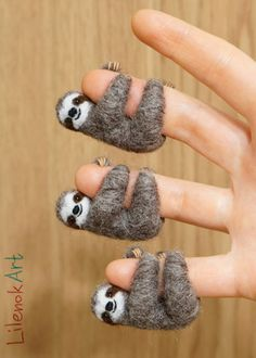 Needle felted sloths by LilenokArt .Needle felted sloths by LilenokArt More feltedwoolanimals Needle felted sloths by LilenokArt MoreThis Way To Needle Felting For Beginners. Craft yourself happy! Needle Felted Animals, Felt Animals, Cute Crafts, Felt Crafts, Simple Crafts, Polymer Clay Crafts, Felt Bunny, Needle Felting Tutorials, Felt Mouse