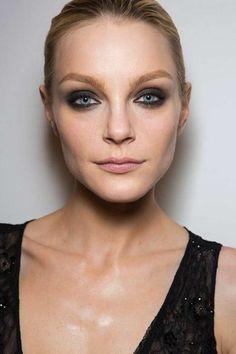 Todas las tendencias de maquillaje de la pasarela de Nueva York: fotos de los looks - Smokey eyes maquillaje DVF