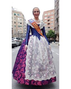 Folk Costume, Costumes, Drag Clothing, People Of The World, High Waisted Skirt, Sari, Culture, Modern, Skirts
