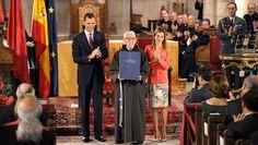 Tarsicio de Azcona recibe el Premio Príncipe de Viana de la Cultura 2014