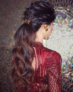 17 Voguish Ponytail Hairstyles For Brides To Try This Wedding Season! | ShaadiSaga Indian Party Hairstyles, Hairstyles For Gowns, Bridal Hairstyle Indian Wedding, Saree Hairstyles, Pony Hairstyles, Bride Hairstyles, Wedding Hairdos, Hairstyle With Gown, Wedding Reception Hairstyles