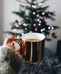 Winter Is Warmer With Creative Christmas Mug Designs! - Page 25 of 31 - womenselegance. Christmas Coffee, Winter Christmas, Christmas Themes, Christmas Decorations, Xmas, Christmas Crafts, Merry Christmas, Christmas Feeling, Coffee Pictures
