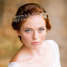 Delicate bridal hair vine - Bohemian hair wreath - Wedding hair vine - Bridal headpiece - Wedding headband - Bridal headband - Bridal halo - Hair vine. ★ This tenderness and elegant wedding vine is totally handmade with silver seed beads,pearls and briolettes. ★ The bridal vine