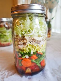 Asian Chicken Salad - Prep once and have lunches waiting in the fridge all week. Try these Salad in a Jar options or create one of your own! Mason Jar Lunch, Mason Jar Meals, Meals In A Jar, Mason Jars, Healthy Cooking, Healthy Life, Healthy Eating, Cooking Recipes, Healthy Recipes