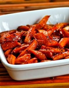 Maple-Glazed Roasted Carrots with Carrots, Olive Oil, Maple Syrup, Salt, Fresh Ground Black Pepper. Carrot Recipes, Vegetable Recipes, Vegetarian Recipes, Cooking Recipes, Healthy Recipes, Vegan Carrot Recipe, Vegan Meals, Vegan Desserts, Maple Glazed Carrots