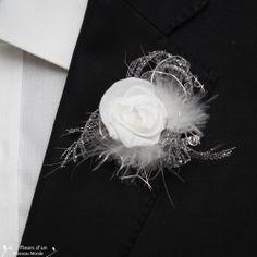 Boutonnière pour mariés, témoins, parents... réalisée en fleurs naturelles stabilisées conservant leur fraicheur de nombreuses années, idéal pour mariage été