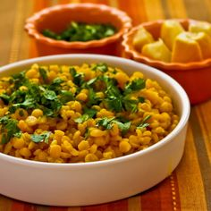 Lemony Yellow Split Pea Side Dish with Garlic and Ginger (with or without Cilantro)--from Kalyn's Kitchen. Would like to try with green split peas