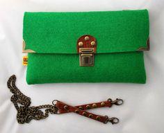 Felt handbag purse clutch shoulder bag. by LessTalkMoreMake,  http://www.loveofgreen.dk/shop/groen-filt-taske-4284p.html