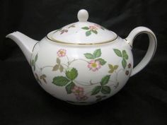 Wedgwood Wild Strawberry Teapot 1.4 Pt Brand New with Tag Made In United Kingdom