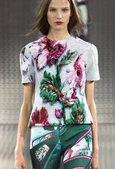 Mary Katrantzou Spring 2014 Ready-to-Wear Fashion Show Runway Fashion, High Fashion, Fashion Show, Fashion Outfits, Fashion Design, Fashion Trends, Fashion Details, Haute Couture Style, Dior