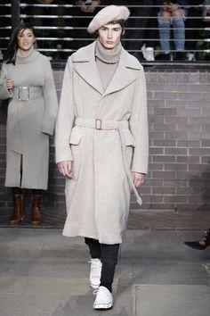 See the complete Miharayasuhiro Fall 2017 Menswear collection.