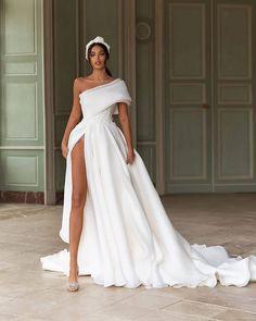 Wedding Dresses With Pockets .Wedding Dresses With Pockets Best Wedding Dresses, Bridal Dresses, Wedding Styles, Wedding Gowns, Wedding Bride, Bridal Gown Styles, Ivory Wedding, Princess Wedding, Bouquet Wedding