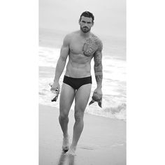 """Stuart Reardon no Instagram: """"Don't limit your challenges, challenge your limits!. ( Do good! Feel good! ) ( inspire ➡️ be inspired ➡️ repeat ) #positivemind #thinkpositive Image by the very talented @divezy in LA  #LA #model #sexy #summer #beach #beard #body #divezy #stuartreardon #stunning #abs #underwear #rugbyplayer #Repost #Reardon #calvinklein #health #motivation #inspire #inspiration #NewRelease #photoshoot"""""""