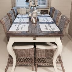I loooove it ❤️ Dining Room Centerpiece, Dining Table Chairs, Rivera Maison, Cottage Shabby Chic, Hamptons House, French Country Decorating, Home Decor Furniture, Cozy House, Home Decor Inspiration