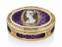 Lot 17 A GERMAN ENAMELLED GOLD SNUFF-BOX SET WITH A HARDSTONE CAMEO HANAU, CIRCA 1780/1790, WITH MARKS RESEMBLING THOSE FOR PARIS