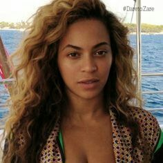 @beyonce  #nomakeupselfie still looking #glamorous ... get this #feeling with #zarebeauty  link to buy in bio!!