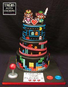 Retrogaming wedding cake - Tetris, Donkey kong, Pac Man and Zelda!