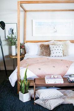 Comfy Chic Bohemian Platform Bed Design Ideas From Wood Green Master Bedroom, Modern Bedroom, Girls Bedroom, Diy Bedroom, White Bedroom, Design Room, Platform Bed Designs, Diy Bett, Bohemian Bedroom Decor