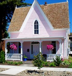 "I""ld love to live in a pink house with the whole inside pink, black & white LOL"