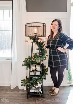 DIY Floor Lamp Christmas Tree: a minimalist Christmas tree alternative to save space!