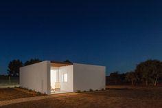 Casa XXS, Pé no Monte - Turismo rural, Finca Monte Novo da Cruz, Sáo Teotónio, Odemira (Beja, Portugal) | [i]da arquitectos / Ivan de Sousa, Ines Antunes  # Vivienda casero # Arquitectura portuguesa