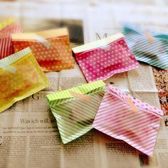 簡単ラッピング! 100均折り紙で透け感のある封筒の作り方|ラッピング|紙小物・ラッピング|ハンドメイド・手芸レシピならアトリエ Simple Packaging, Paper Packaging, Pretty Packaging, Gift Packaging, Handmade Crafts, Diy And Crafts, Diy Wedding Favors, Packing, Creative Gifts