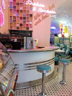 El auténtico Classic Diner Americano de los años 50 ! Hamburguer, hoy dog, ice cream, cocktails, sundaes, music, sodas.. restaurant, diner, hamburguer