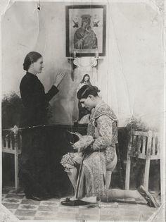 Lorenzo Garza (El Ave de las Tempestades), receiving his mother's blessings before a bullfight, circa 1930 - Sam Gary