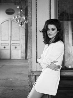 Rachel Weisz Shoulder length hair with long bangs My Hairstyle, Girl Hairstyles, Medium Hairstyles, French Hairstyles, Brunette Hairstyles, Hairstyle Ideas, Clavicut, Langer Pony, Corte Y Color