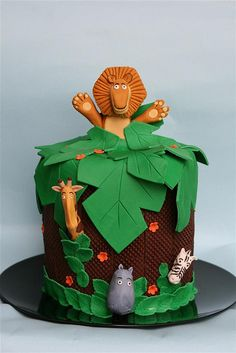 If you are decorating a Madagascar cartoon themed cake, you've come to the right place. Check out this collection of beautiful Madagascar cakes, made by various people. Bolo Madagascar, Madagascar Party, Cupcakes, Cupcake Cakes, Cake Pops, Jungle Cake, Jungle Safari, Fondant Animals, Animal Cakes